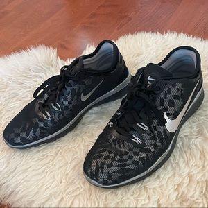Nike Free TR Fit 5 in Black/Metallic Silver